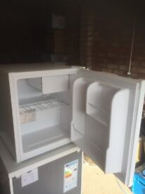 Currys 'Table Top' Fridge, CTT50W15. 42L Capacity. H510mmxW440mmxD470mm. In very good condition.