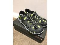 BN Merrell Vibram Men's shoes size 8.5