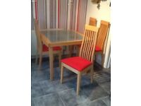 Solid light wood extendable table / 4 chairs