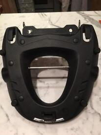 MT09 Tracer Givi Rack good as new. Open to offers