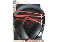 DR DRE BEATS SOLO 2 WIRED HEADPHONES - MINT CONDITION, BOXED & FREE POSTAGE