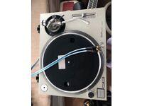 x1 Technics 1200 mk2, x2 Cloud power amps, x1 Technics Mixer, x1 Tannoy Sub