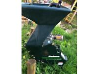 Garden wood chipper/shredder
