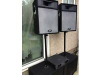 Peavey Speakers x4: 2 x PRO SUB/4 Ohms; 2 x PRO 15/4 Ohms 600 Watts Programm(each)- with Stands