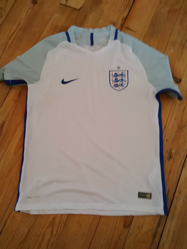 England Football Shirt (new without tags) XL