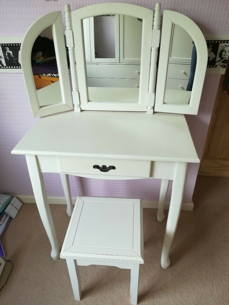 Dressing Table Chairs And Stools: Dressing Table And Stool (White)