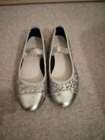 Girls size 13 Clarks sparkly party shoes