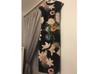 Ted Baker 'Opulent Bloom' Dress with back slit and gold zip detail Size 8 (Ted size 1)