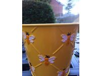 Yellow 15 cm By 15 cm Tin Planters Bee Design Brand New 600 In Total They Come In Boxes Of 12