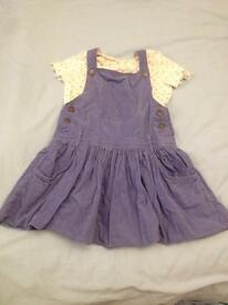 Girls blue Dungaree dress and t shirt set. Age 3-4 years