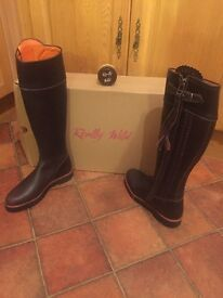 REALLY WILD BROWN LEATHER BOOTS SIZE 5