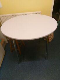 White round dining/kitchen table