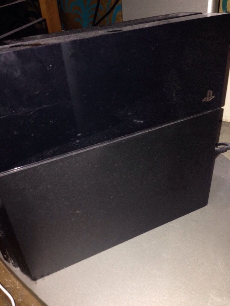 PlayStation 4 For Sale (Good Condition)