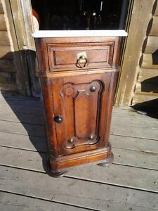 ANTIQUE VICTORIAN NIGHT STAND