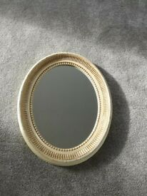 BEAUTIFUL CREAM ANTIQUE STYLE PAINTED WOODEN OVAL MIRROR