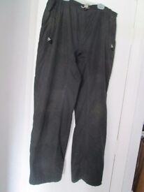 1 pair of Regatta blackwaterproof bikers trousers. Velcro ankle fastenings