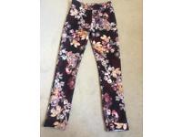 Brand new boohoo flower patterned leggins, size 8.