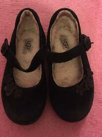 Kids black ugg shoes size 7