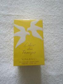 A Genuine Nina Ricci Paris Ea De Toilette Natural Spray 50 Mil 1.7 Fl Ou