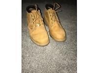 Short Timberland Boots Size 4