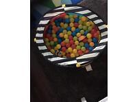 Ball pit + 300 balls
