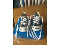 INFANT CONVERSE SIZE 2 **BRAND NEW**
