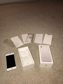 IPhone 7 32GB Silver unlocked £500 immaculate condition 2 weeks old