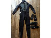 Men's winter wetsuit complete with boots horde and gloves.