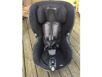Black Axiss 90° swivelling toddler car seat
