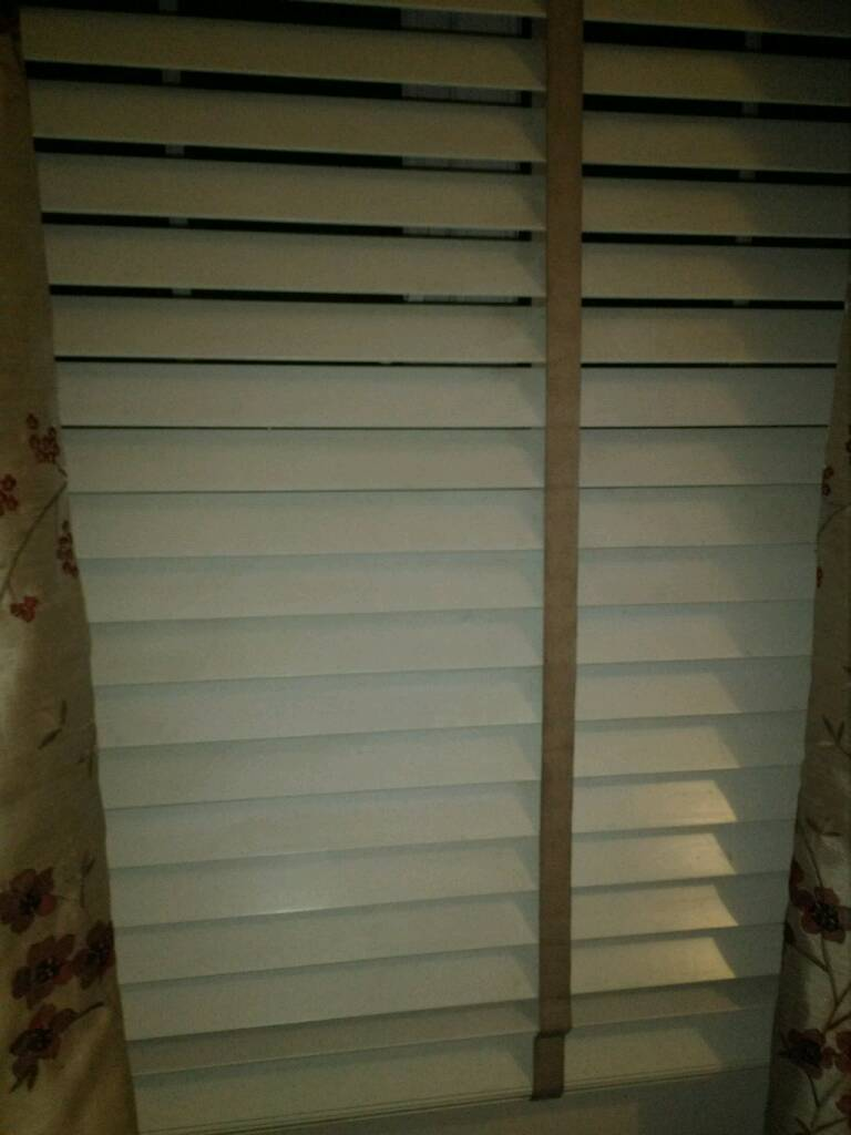 White wooden blinds (pair)