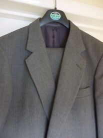 Mens Grey 2 piece suit - Chest 42""