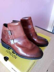 BNIB never worn Fly London ladies ankle boots