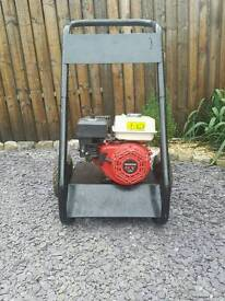 Honda engine, pressure washer. Heavy duty trolley.