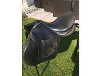 John Whitaker Young Rider saddle 16.5 inch