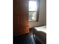 1 GAY HOUSE MATES WANTED FRIENDLY SOCIABLE HOUSE 2 KING SIZE VERY LARGE DOUBLE ROOM TO LET NO BILLS