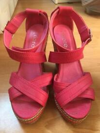 Pink wedge size 4