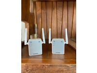 Netgear wifi range extender (pair)