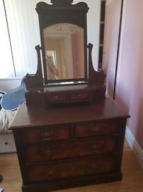 Mirror chest of drawer