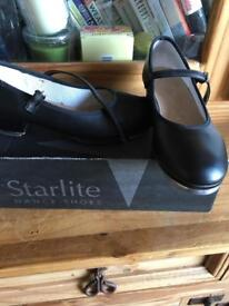 Tap dance shoes size 2 1/2 as new