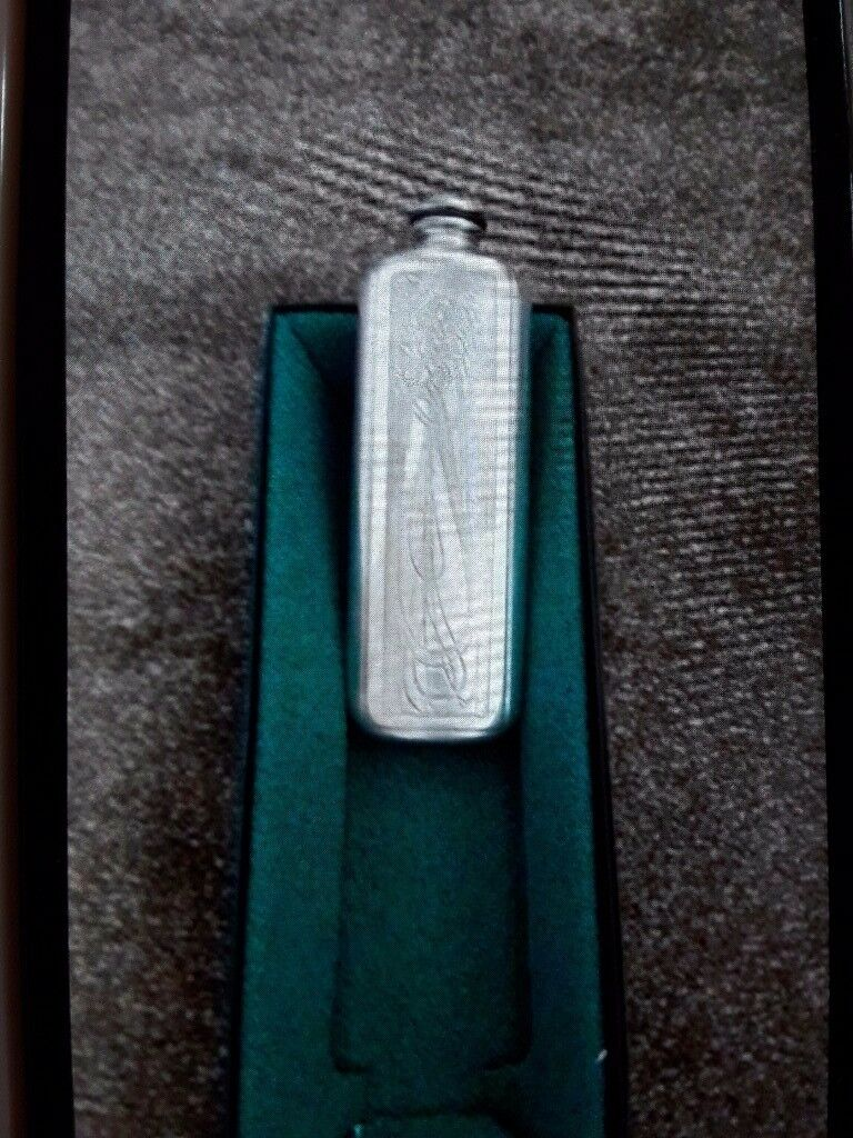 Solid pewter ladies hip flask in presentation box never used £20 ono