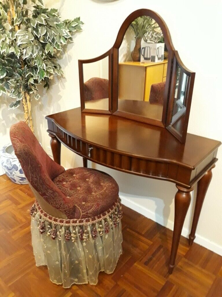 Bombay Furniture Company Dressing Table With Mirror