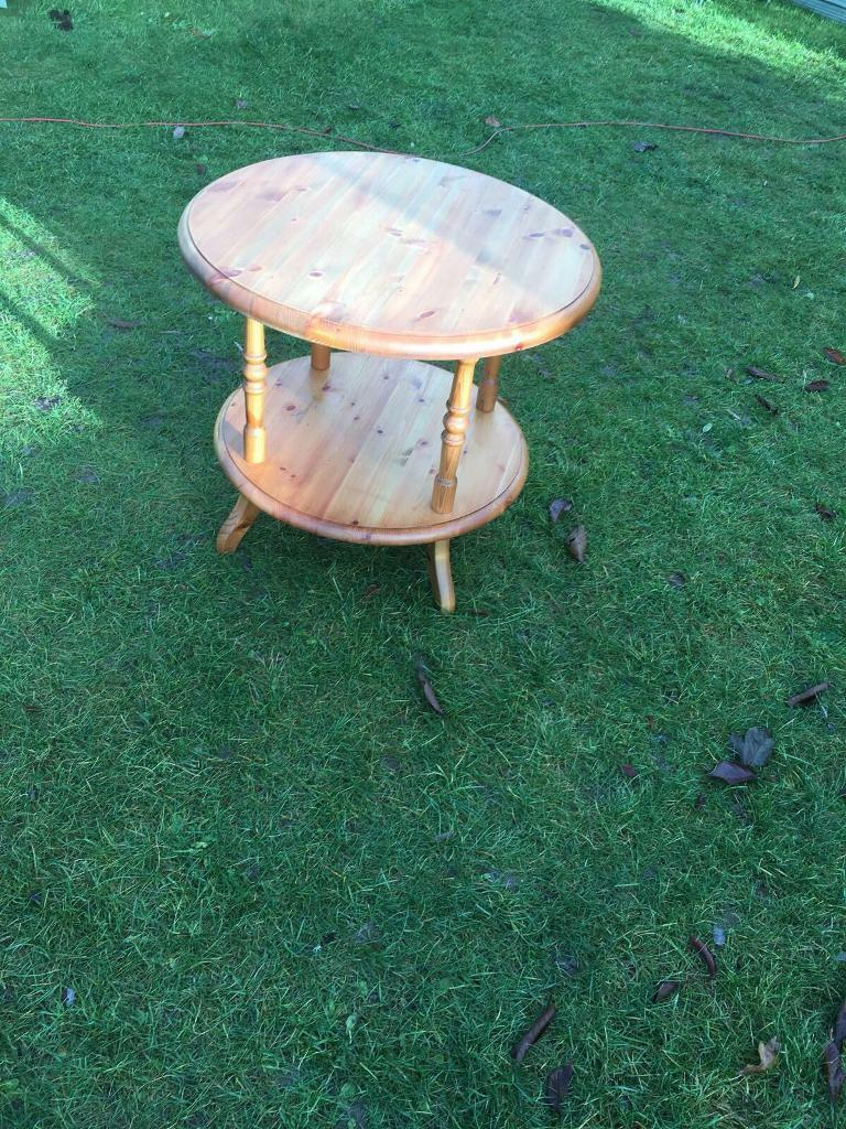 Solid pine side/lamp table ( can deliver )