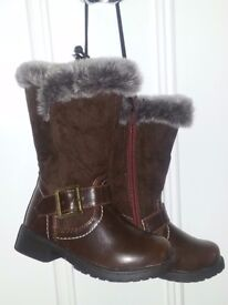 Girls pretty winter boots BNWT size 6 - only £6!