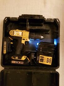 Dewalt drill 18v 2 batteries Li-lon