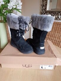 Ladles ugg boots size 7half