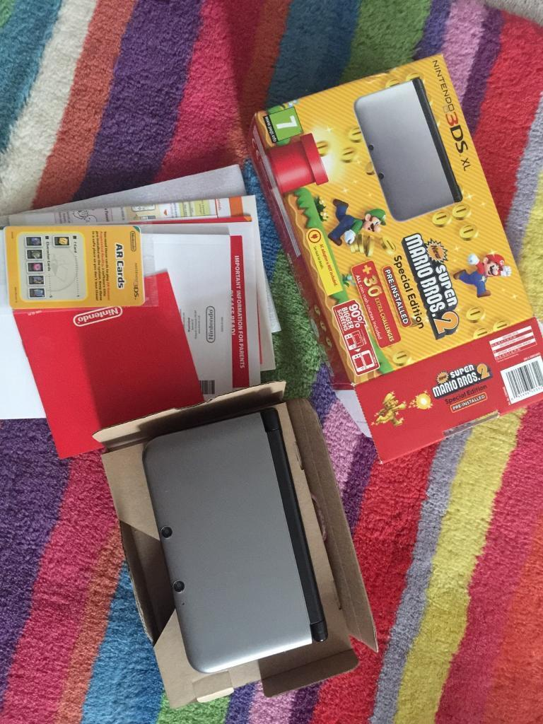 NINTENDO 3DS XL Special edition in silver with original box