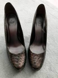 Bronze metallic shoes size 5 (38)