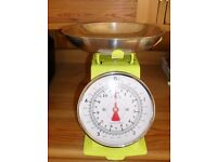 HANSEN LIME GREEN TRADITIONAL KITCHEN SCALES