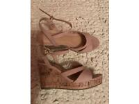 BRAND NEW UNWORN NEW LOOK NUDE PINK WEDGES. WIDE FIT. SIZE 5