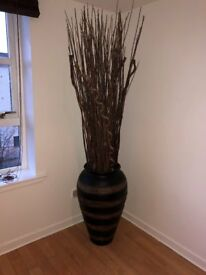 Large floor vase / Ali baba jar with decorative sticks – excellent condition